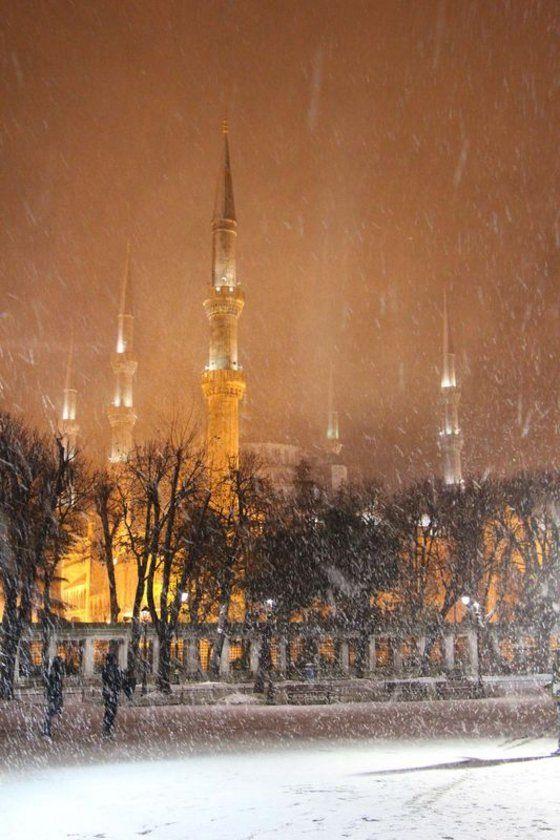 İstanbul'da yoğun kar yağışı! İstanbul'da kar yağışı etkisini göstermeye başladı. Kar yağışı bir çok ilçede etkisini arttırıyor Tarih: 10.12.2013