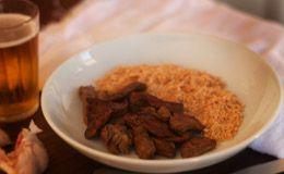 Picadinho de carne flambado na cachaça com farofa de alho - Receitas - Receitas GNT