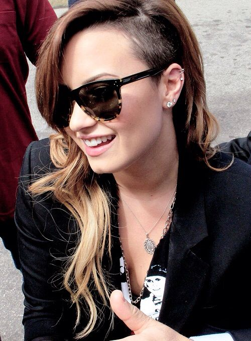 Fashionable Demi Lovato With Long Ombre Hair Rasé Femme Cote - Demi lovato ombre hair