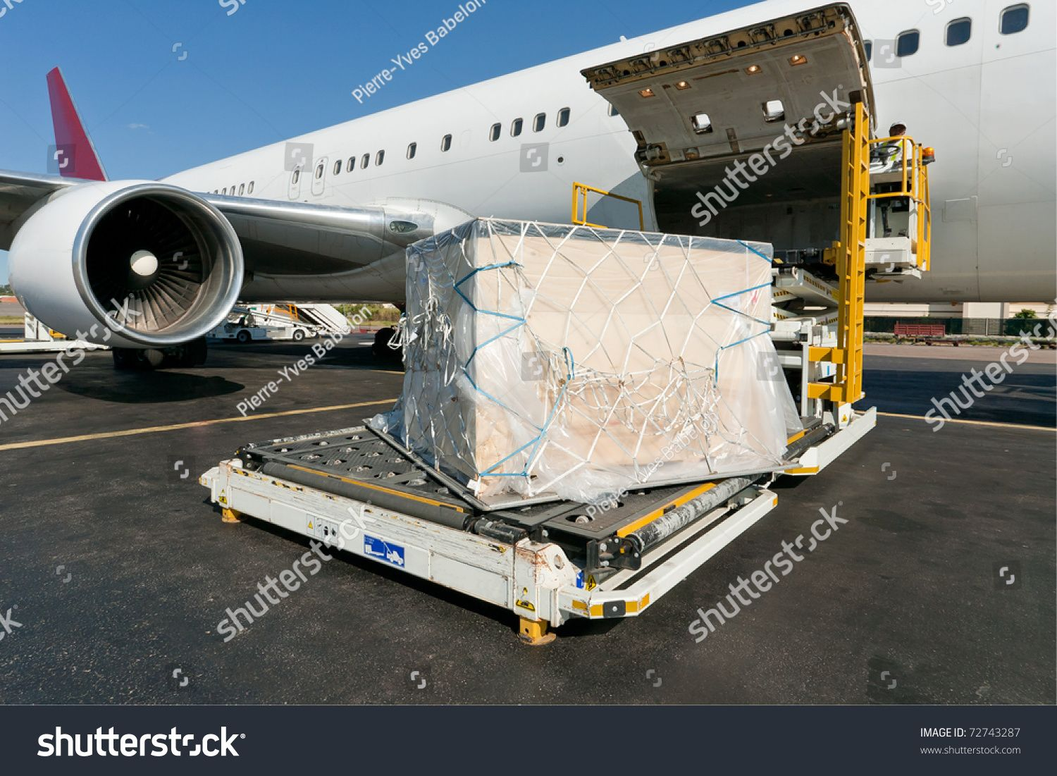 Loading platform of air freight to the aircraft Sponsored