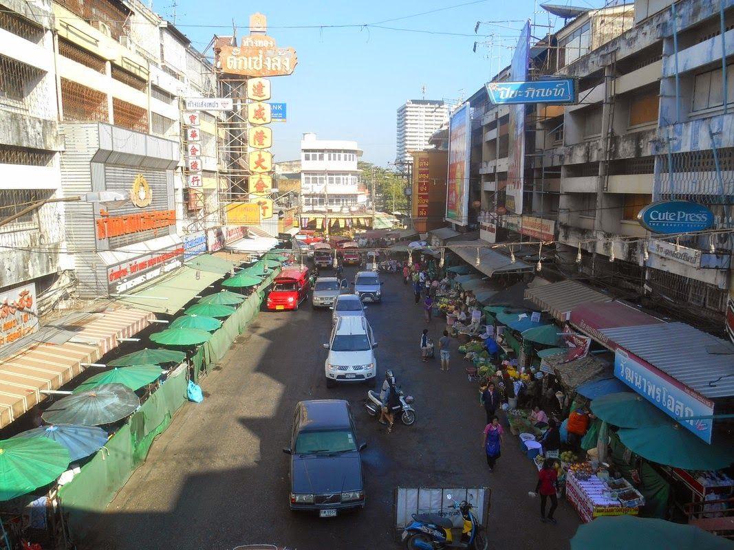 Chinatown in Chiang Mai (watch my travelblog: http://ramingodentro.blogspot.it/2015/03/chiang-mai-seconda-volta-e-il-parco-doi.html)