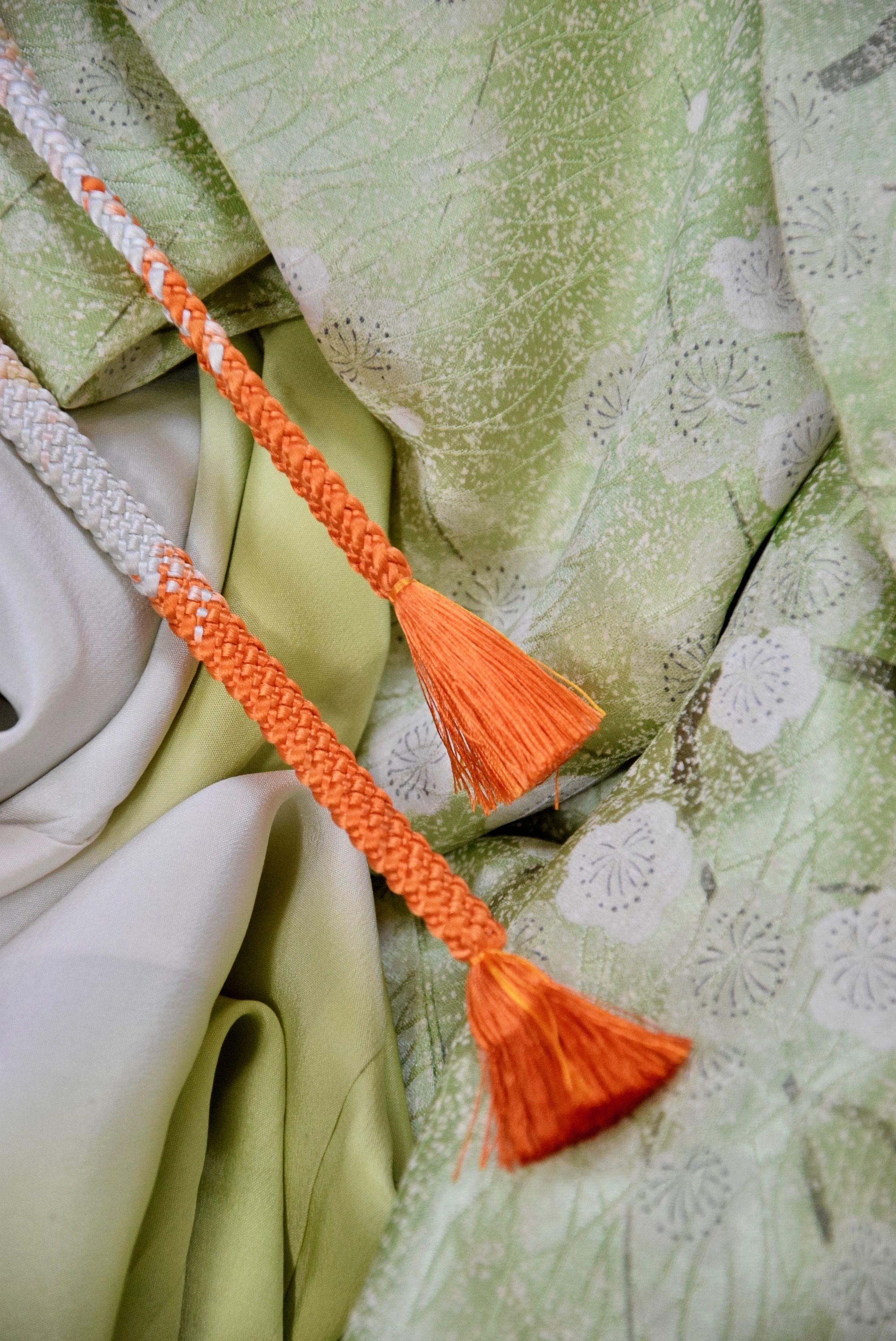 Seiden Kimono Aus Lindgruner Seide Mit Umebluten Etsy Japanese Fabric Vintage Kimono Fabric
