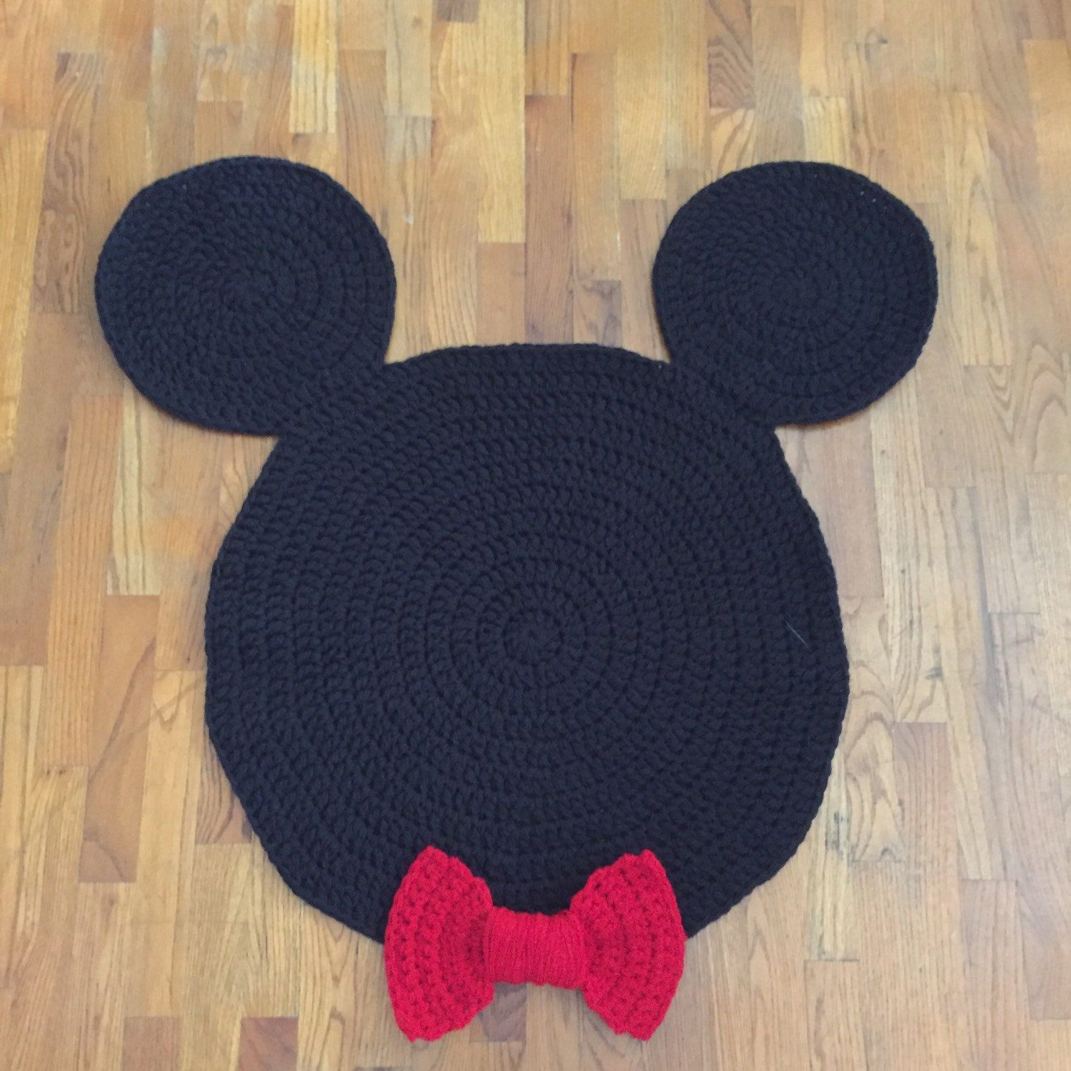 mickey mouse or minnie mouse inspired nursery or children 39 s rugs bolsas croch tapetes e. Black Bedroom Furniture Sets. Home Design Ideas