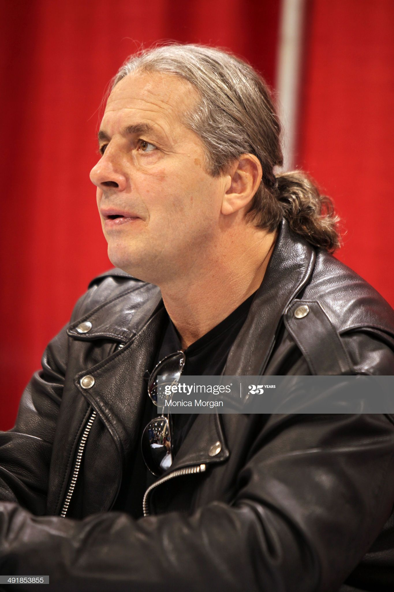 Https Media Gettyimages Com Photos Bret Hart Attends The 2014 Motor City Comic Con At Suburban On May Picture Id491853855 S Hitman Hart Wwe Legends Wrestler [ 2048 x 1365 Pixel ]