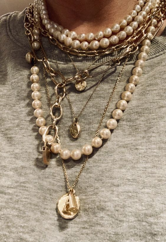 Photo of How To Master The Necklace Layering Trend – The Silk Sneaker