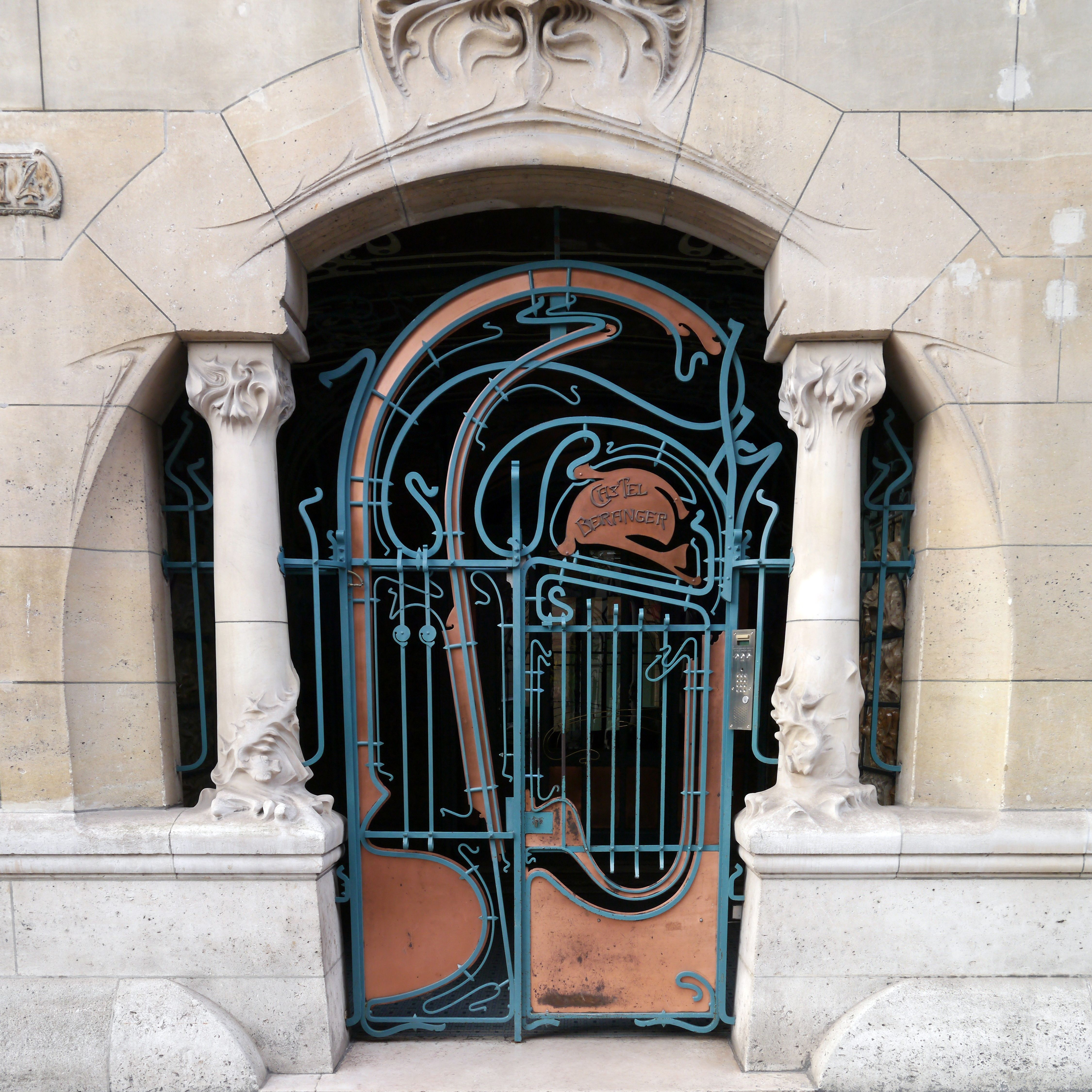 Gateway of the Castel Beranger by Hector Guimard (189598