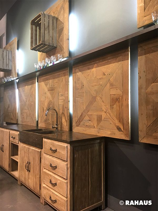 wood wood wood k che bar r ckwand kitchen light beleuchtung stein k chenzeile. Black Bedroom Furniture Sets. Home Design Ideas