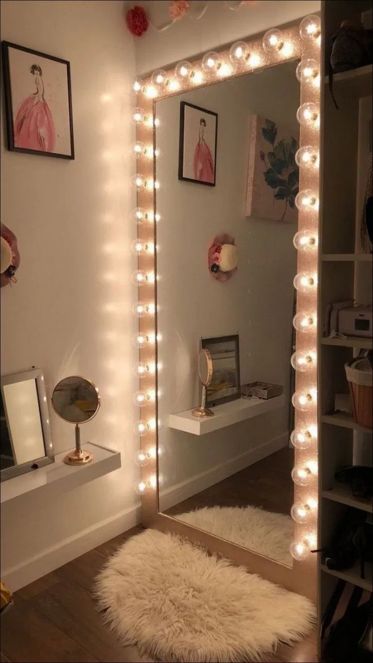 25 Fabulous Mirror With Lights Ideas For Amour Makeup Room 19 Newsmartdesign Com Mirrorlighting Pinterest Room Decor Makeup Room Decor Small Room Bedroom