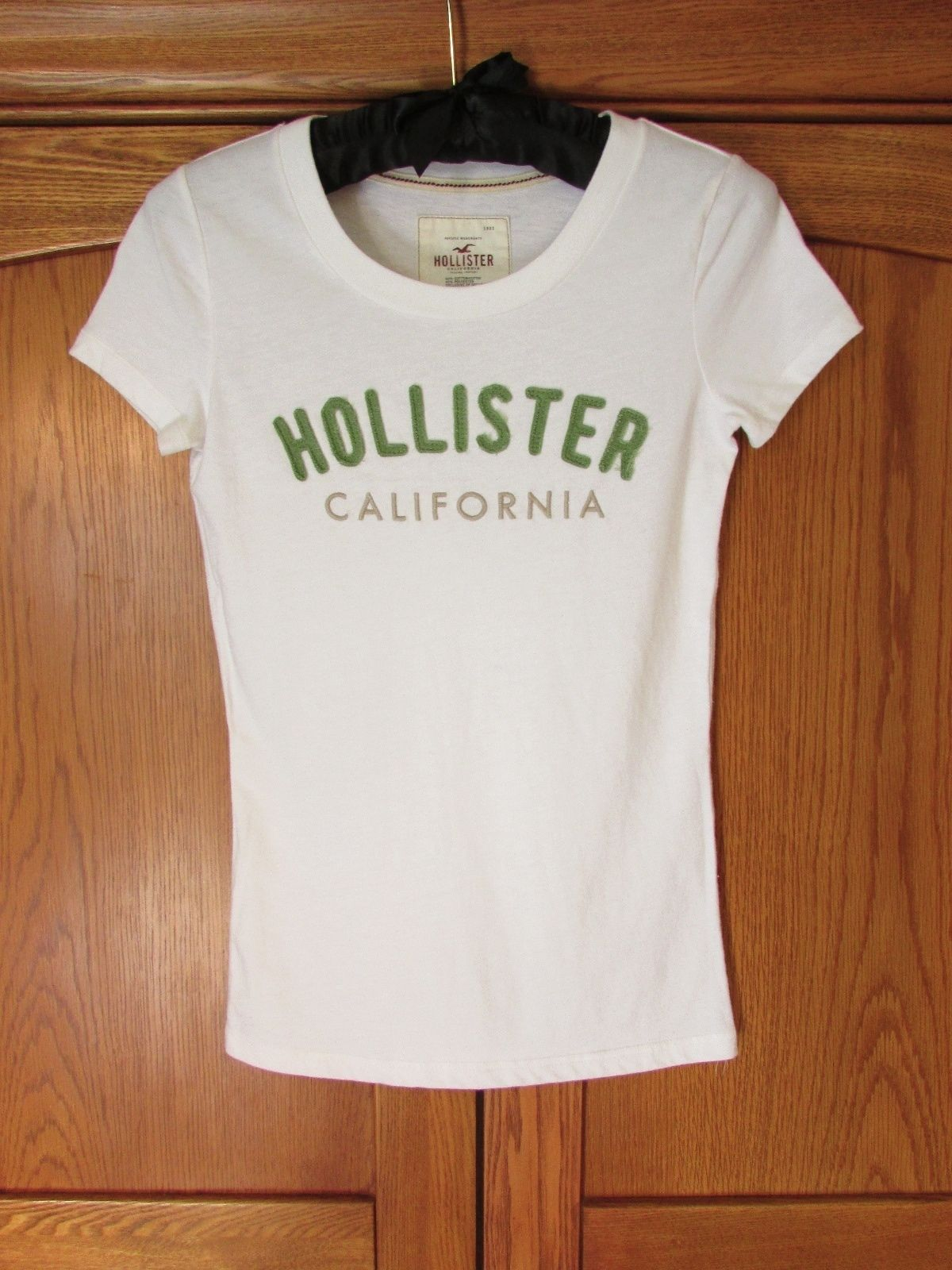 HOLLISTER T-shirt S soft white green patch stitch logo FREE ...