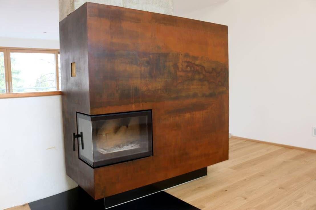 Wohnzimmer des modernen interieurs des hauses wohnzimmer kamin vor einsatz des cor oxid schnellrosters