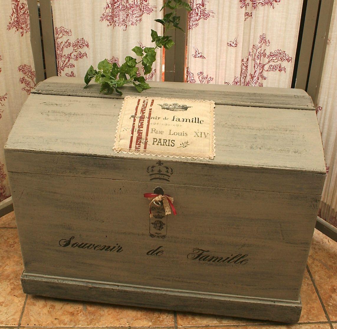 superbe coffre ancien rustique en bois id al pour le rangement patine blog de missantic. Black Bedroom Furniture Sets. Home Design Ideas