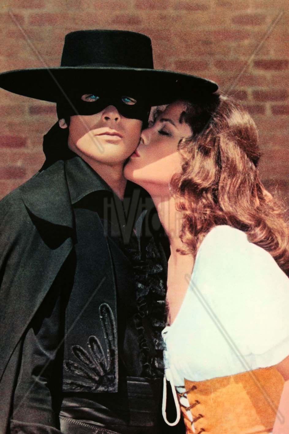 Es Besado Alain Delon The Legend Of Zorro Actors