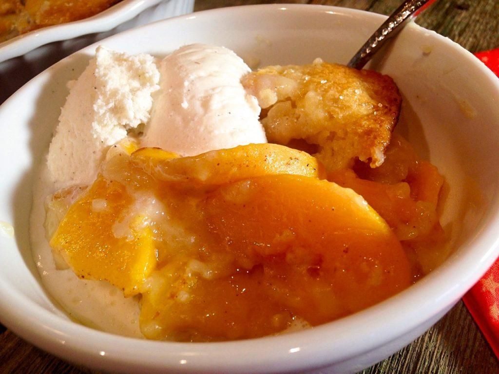 Easy Peach Cobbler - This juicy and delicious Peach Cobbler is packed full of flavor and peaches!