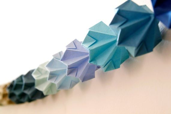 Photo of Farbspektrum Origami Diamantgirlande