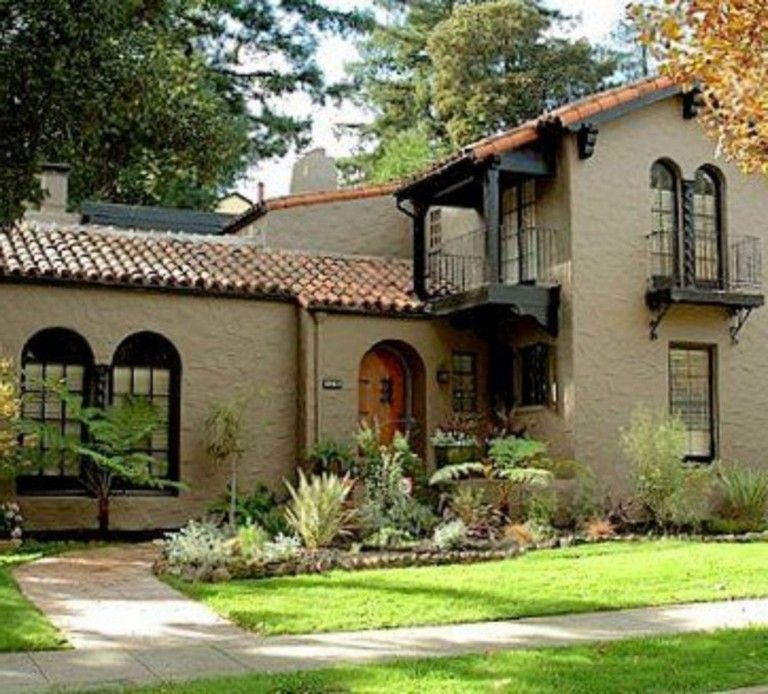 38 Awesome Spanish Style Exterior Paint Colors You Will Love Mediterranean Homes Exterior Spanish Style Homes Mediterranean Style Homes
