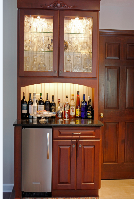 Awe Inspiring Grabill Cabinets In A Cherry Finish With A Georgetown Door Home Interior And Landscaping Transignezvosmurscom