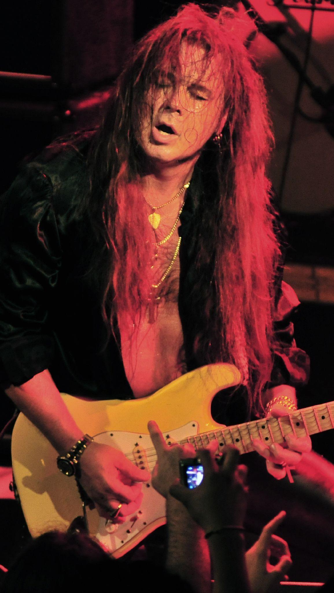 Pin De Shaurya Vikram Singh Em Randomness Guitarra Criticos Rock N Roll