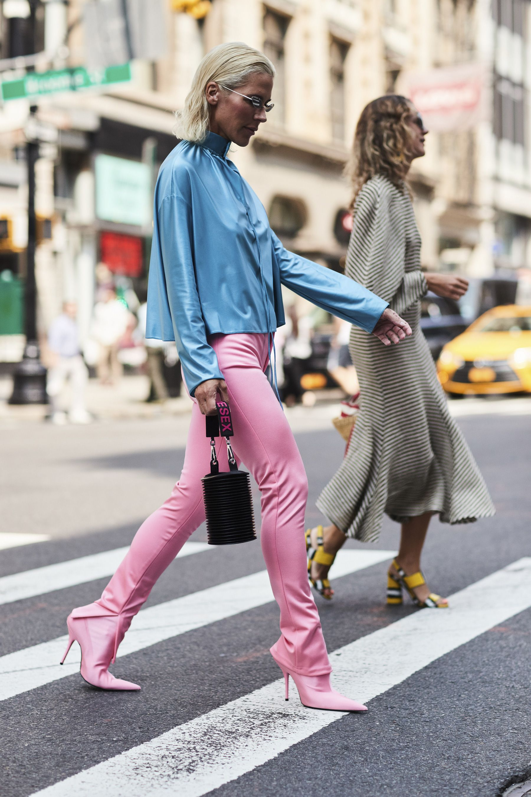 The Best Street Style From New York Fashion Week Street Style Spring 2018 Day 6 Cont Cool Street Fashion Fashion Fashion Week Street Style