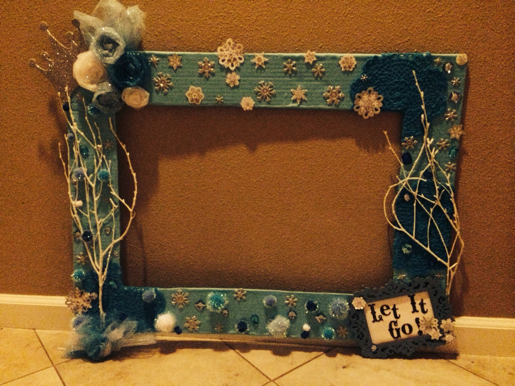frozen party frame