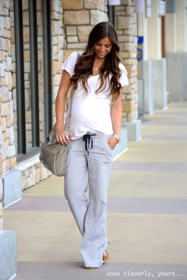 e3f68e2e20c76 Robyn Vilate: simple chic outfit during pregnancy: Striped pants & white tee  | via @huntylist