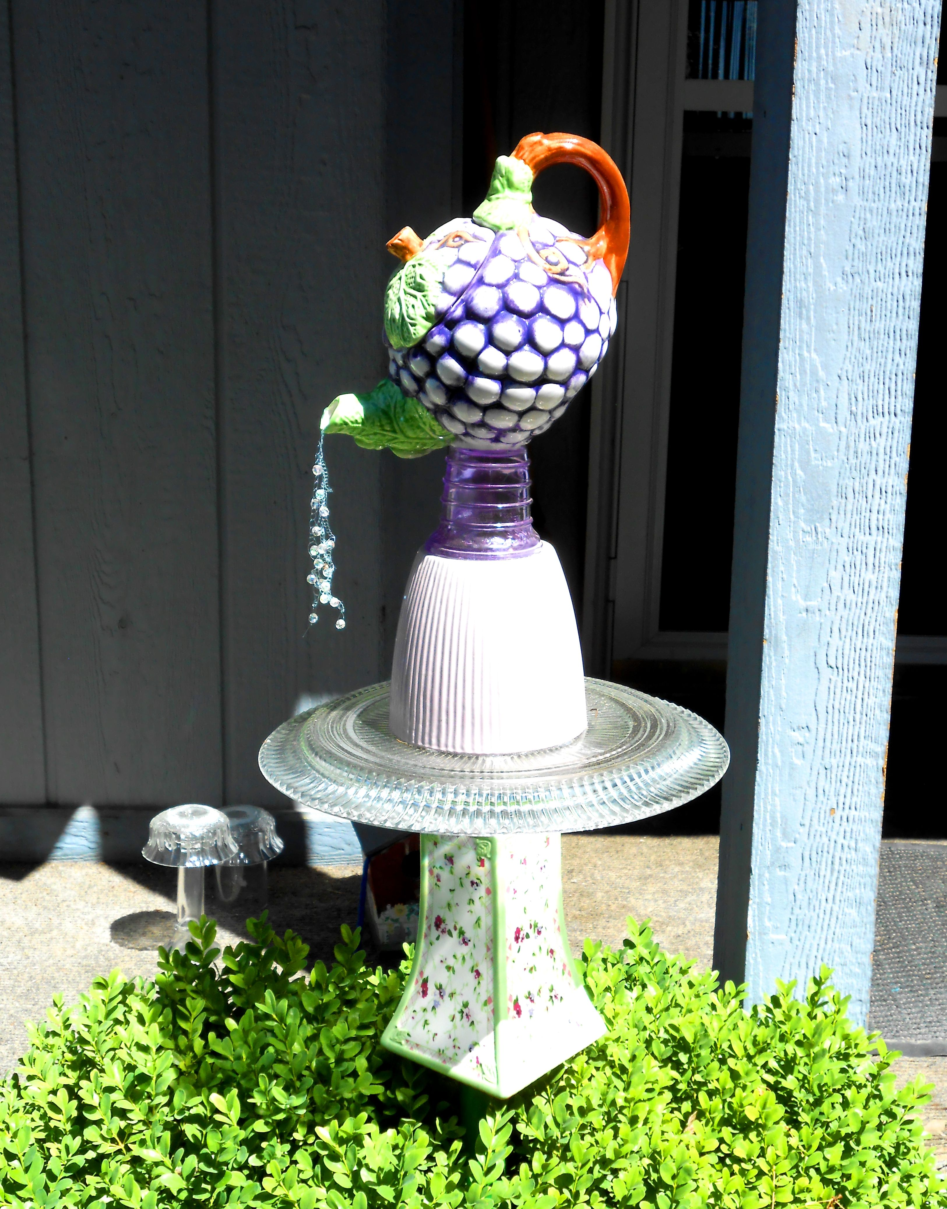 Garden art teapot tower jardineria pinterest for Manualidades de jardineria