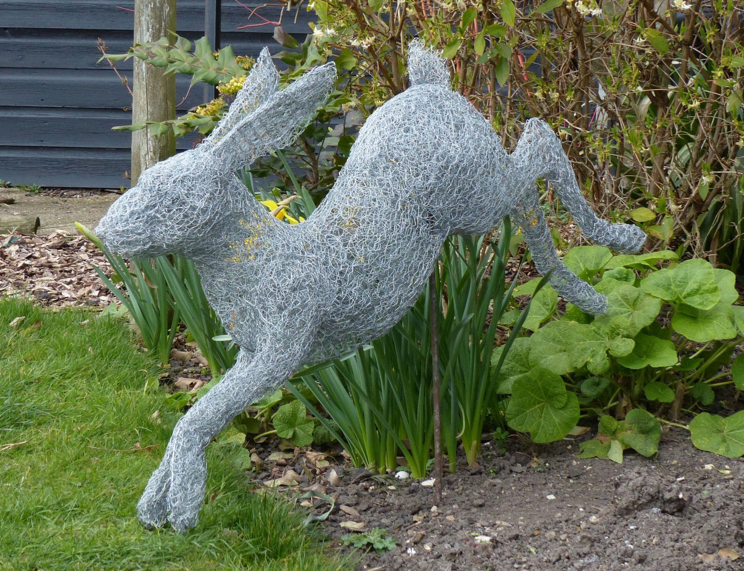 Leaping Hare wire sculpture by CottageyCreations on Etsy | Hares ...