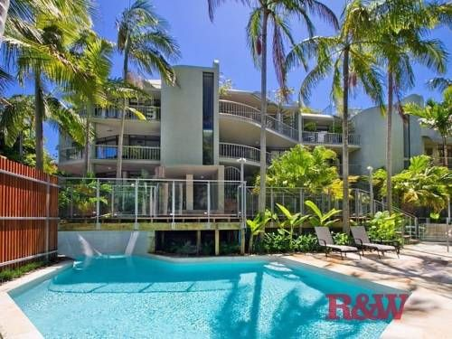 Naousa 4 Little Cove Offering free onsite parking and an outdoor swimming pool, Naousa 4 is just 5 minutes' drive from Noosa Main Beach and Hastings Street. This 2-bedroom apartment offers a fully equipped kitchen, a patio and a balcony.