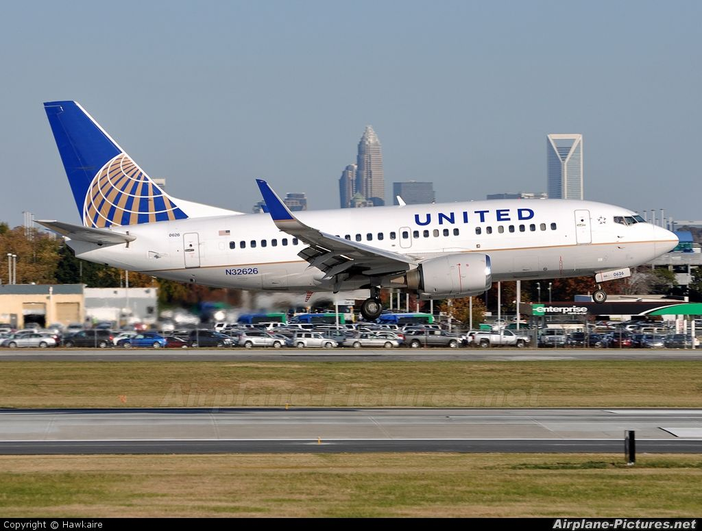 United Airlines Boeing 737-500/wl