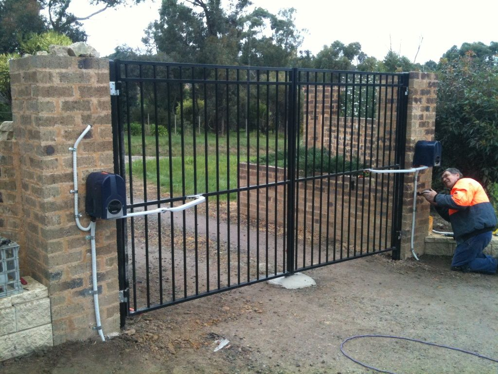 Pin By Laurie Nimmo On Gates Gate Sliding Gate Iron Gates