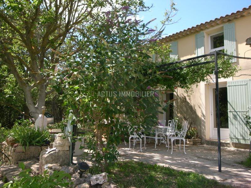 vente mas en pierres à rénover sur 8 hectares à salon de provence - location vacances provence avec piscine