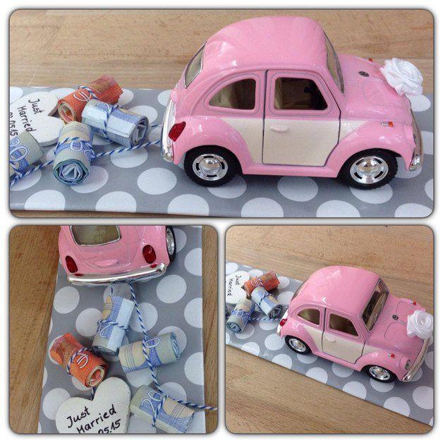 Hochzeitsauto VW Käfer Das stilvolle Geldgeschenk zur Hochzeit. Der VW Käfer wird mit einer Kordel ausgestattet, an dem die aufgerollten Geldscheine von dir befestigt werden können. An der...