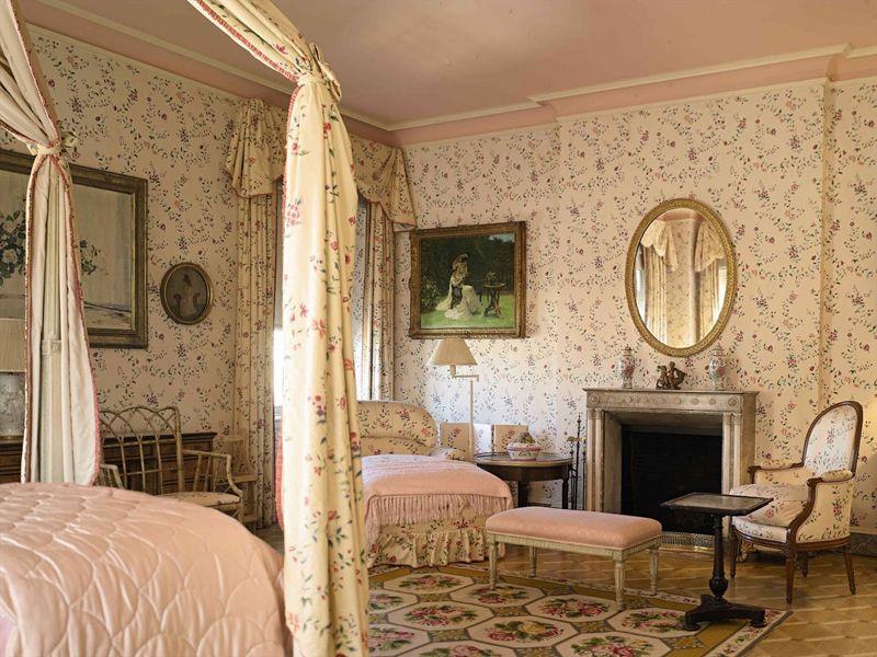 20 Romantic Bedroom Ideas In A Stylish