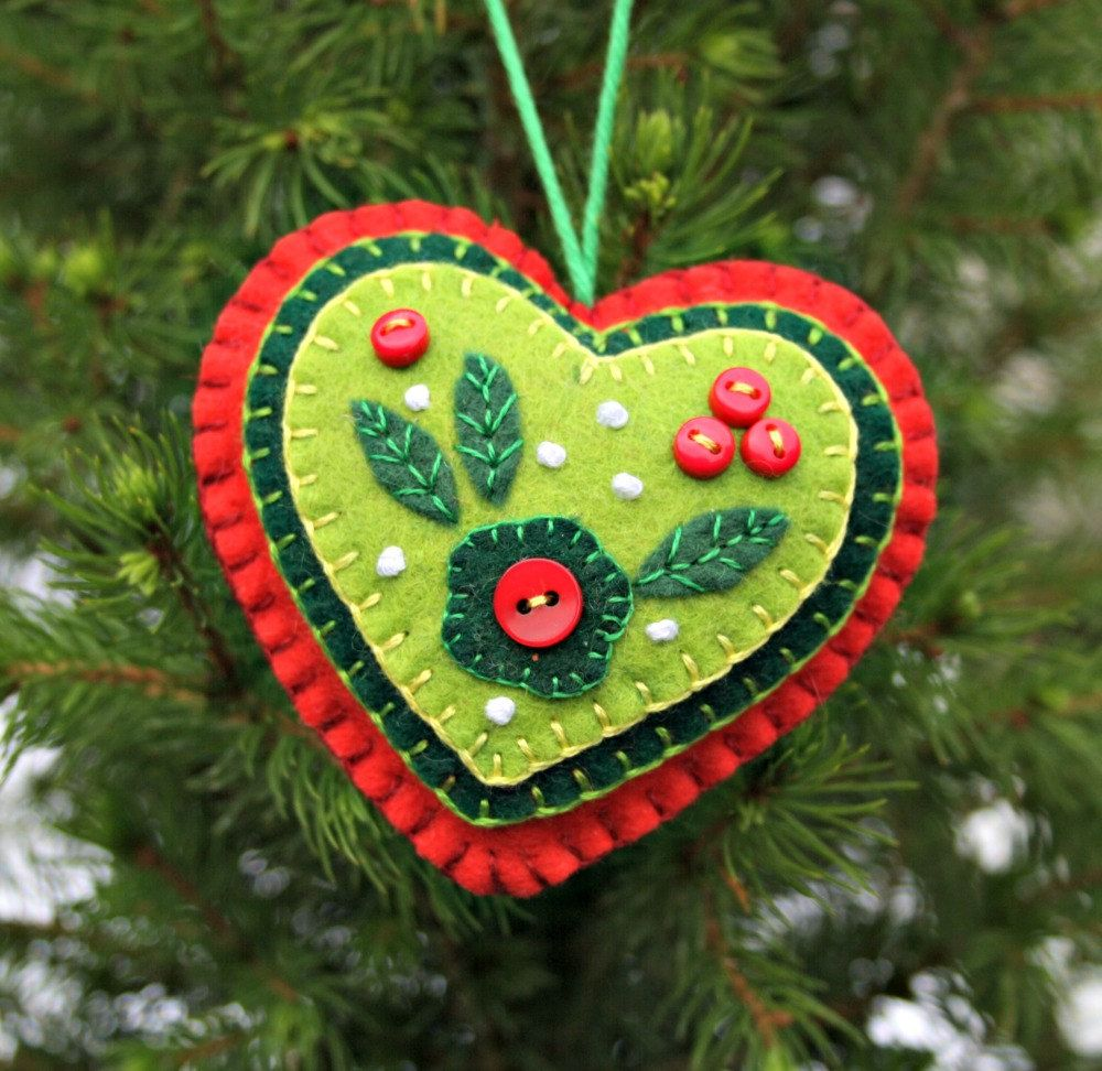 Christmas heart ornament red u green felt buttons applique