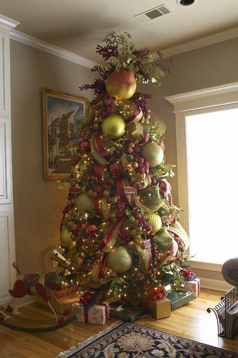 BIG decorations...fabulous - BIG Decorations...fabulous Christmas Trees@ Mantels Pinterest