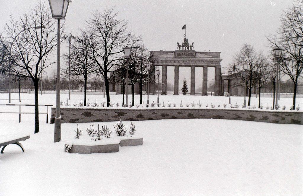 Brandenburger Tor East Berlin C 26 December 1964 East Berlin Berlin West Berlin