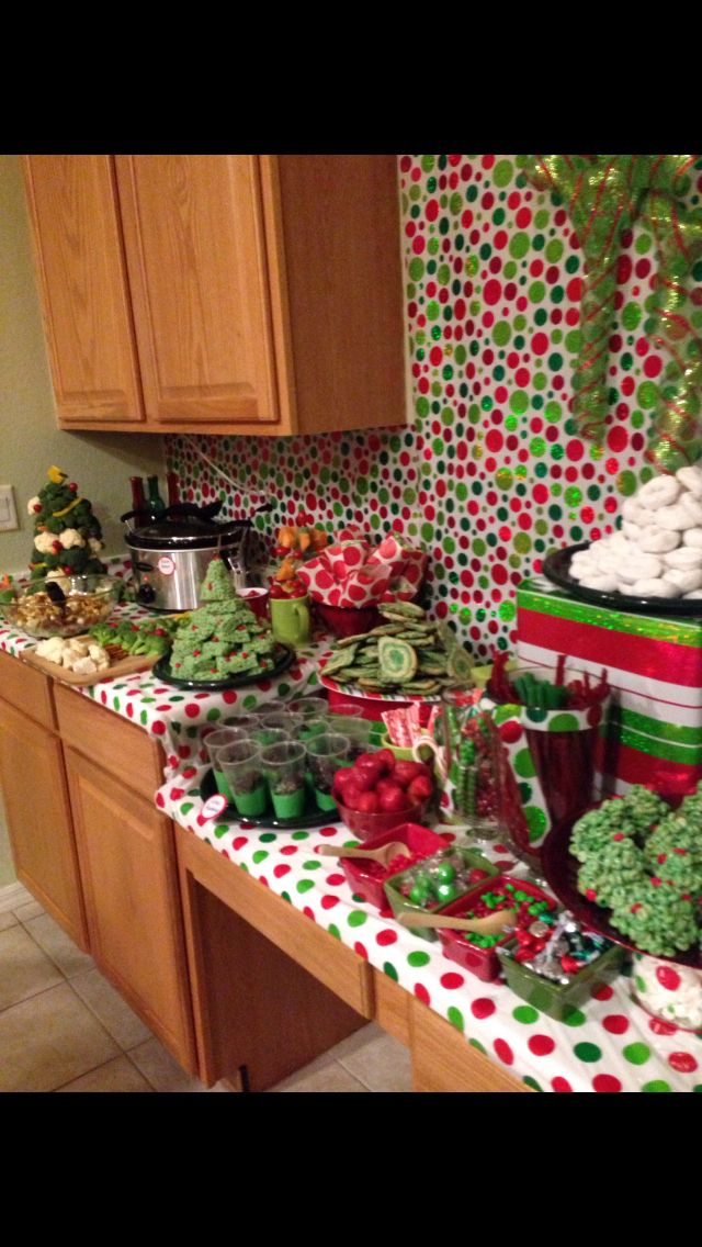 Good Idea To Wrap Table Tops Or Counters With Wrapping Paper Grinch Christmas Decorations