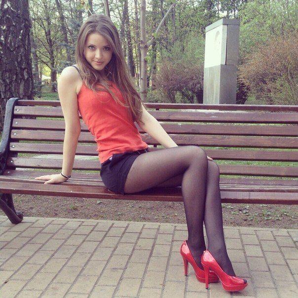 женские ножки в черных чулках и колготках фото