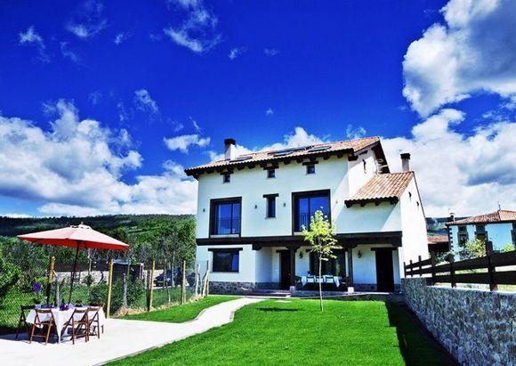 Soria Casa Accesible En Valdeavellano De Tera Soria Casas Rurales Casas Grandes Casas