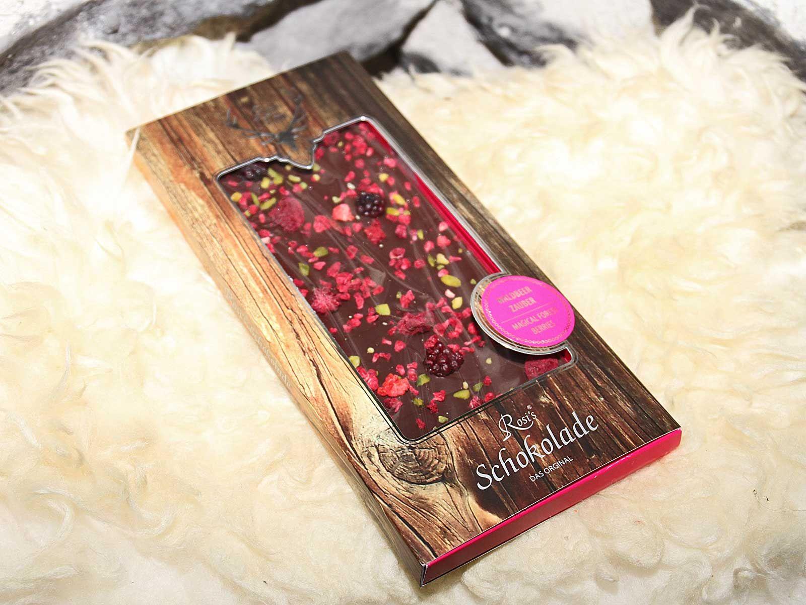 Waldbeerzauber - Zartbitterschokolade mit Waldbeeren im Ganzen und ein Beerenstaub