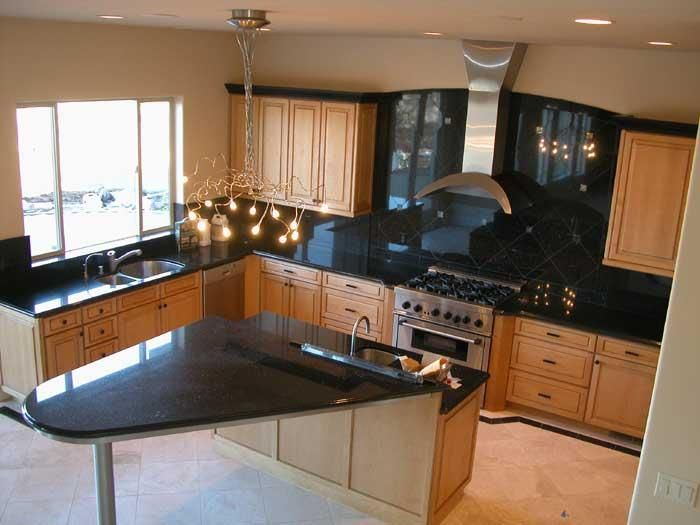 natural maple cabinet with dark countertops - but not on ... on Backsplash For Maple Cabinets And Black Granite  id=61060