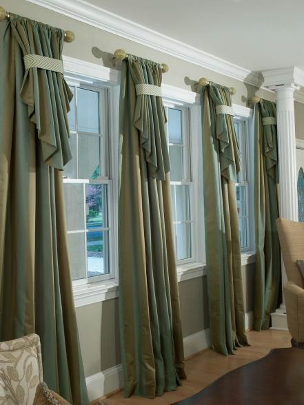 Traditional Living Room Mixes Old With New Curtain DesignsCurtain
