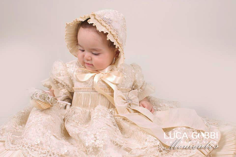 3f6f75b54 Este Modelo forma parte de nuestra colección de Ropones de Bautizo para niña.  Mira más detalles en nuestra tienda en línea→  www.lucagobbi.com/coleccion/p16