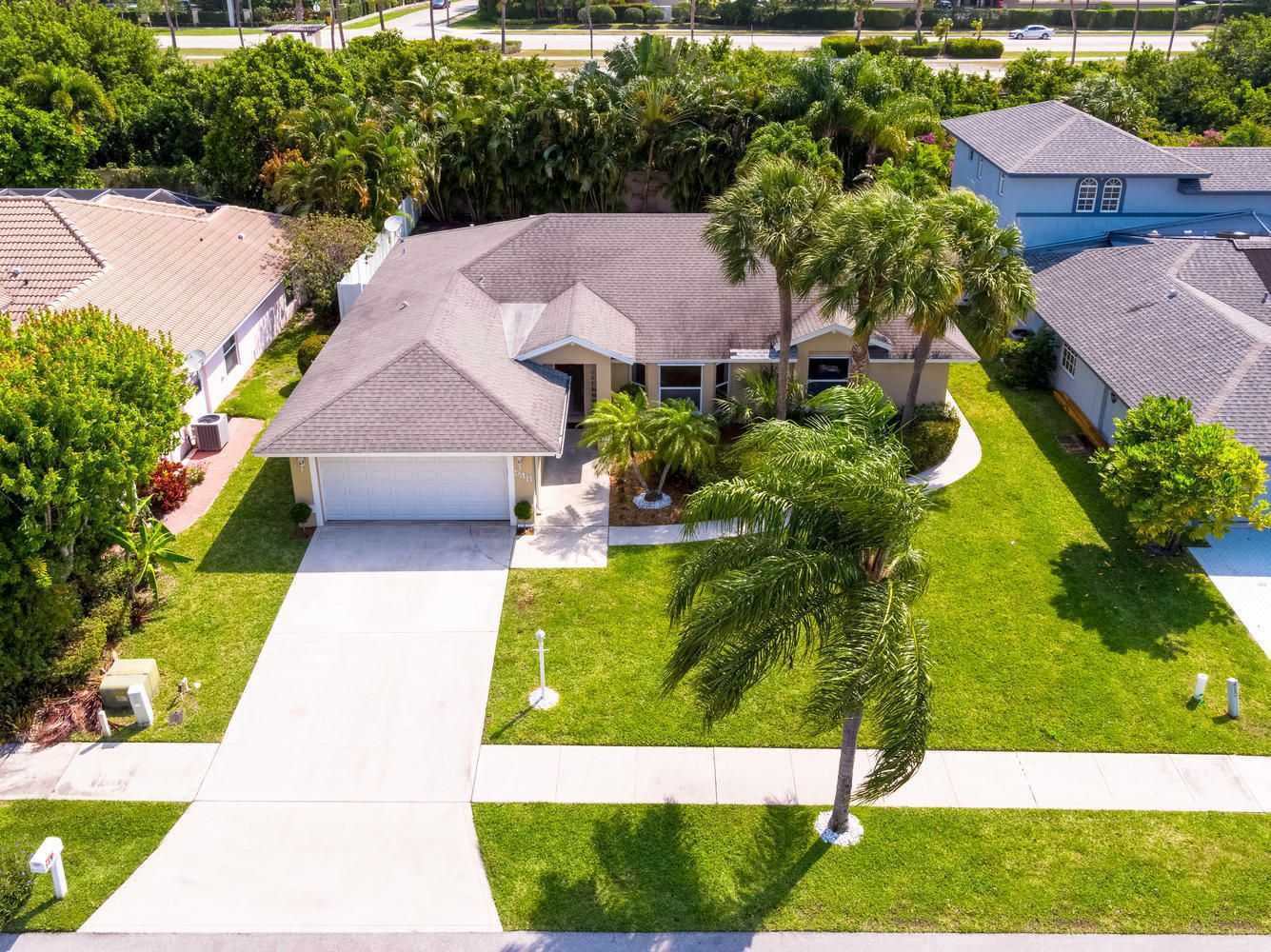 Just Sold 448 000 Home With Pool In Tequesta In 2020 Pool Houses Sell Property Outdoor Structures