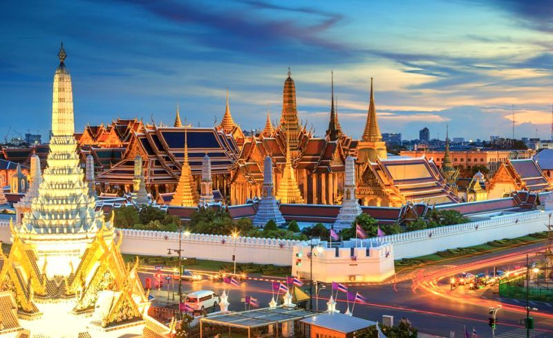 القصر الكبير بمدينة بانكوك في تايلاند Thailand Travel Bangkok Vacation Vacation Trips