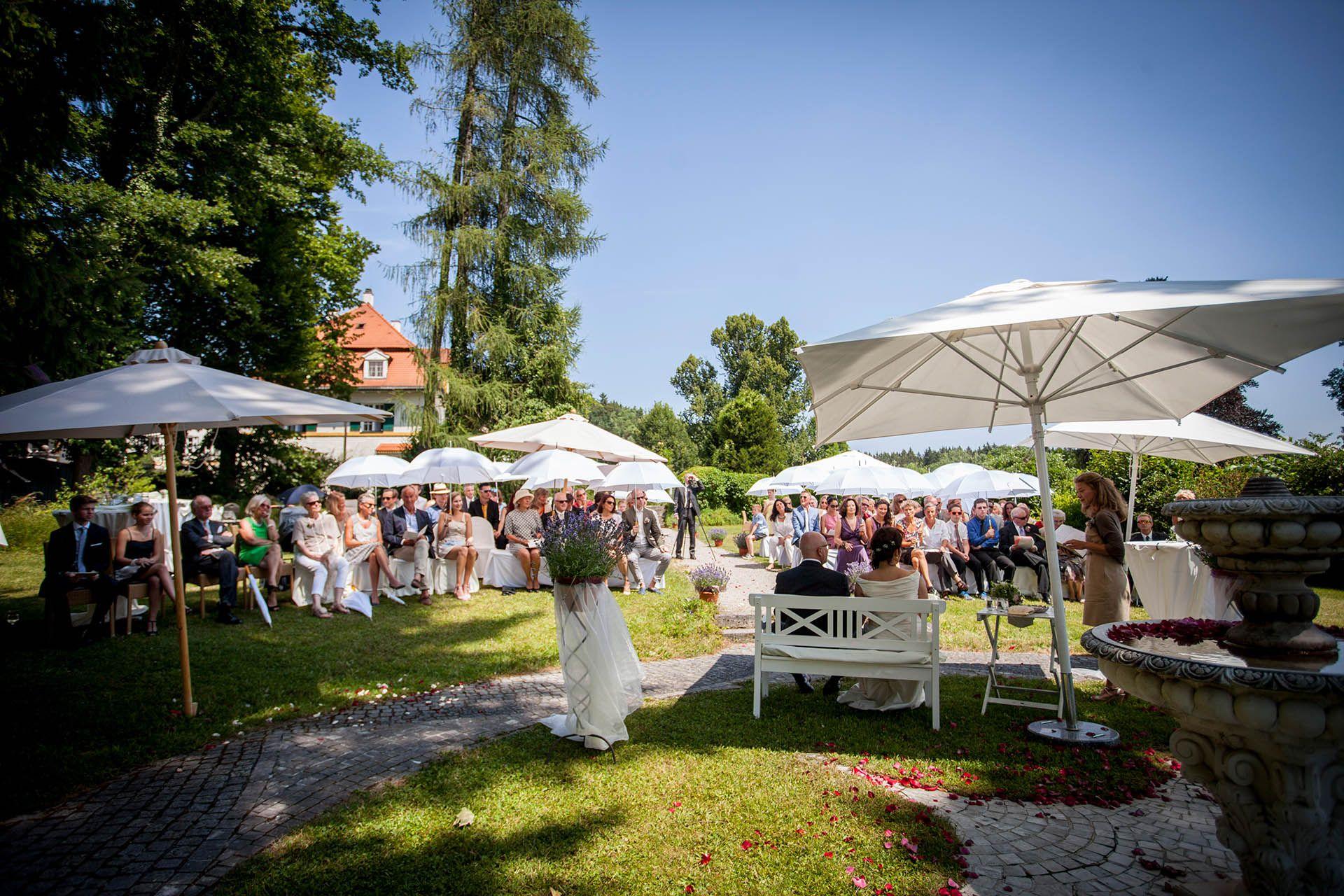 Hochzeit Location Starberger See Wunderschone Hochzeit Im Bio Hotel Schlossgut Oberambach Unsere Hochzeitslocation A Hochzeit Am See Starnberger See Hochzeit