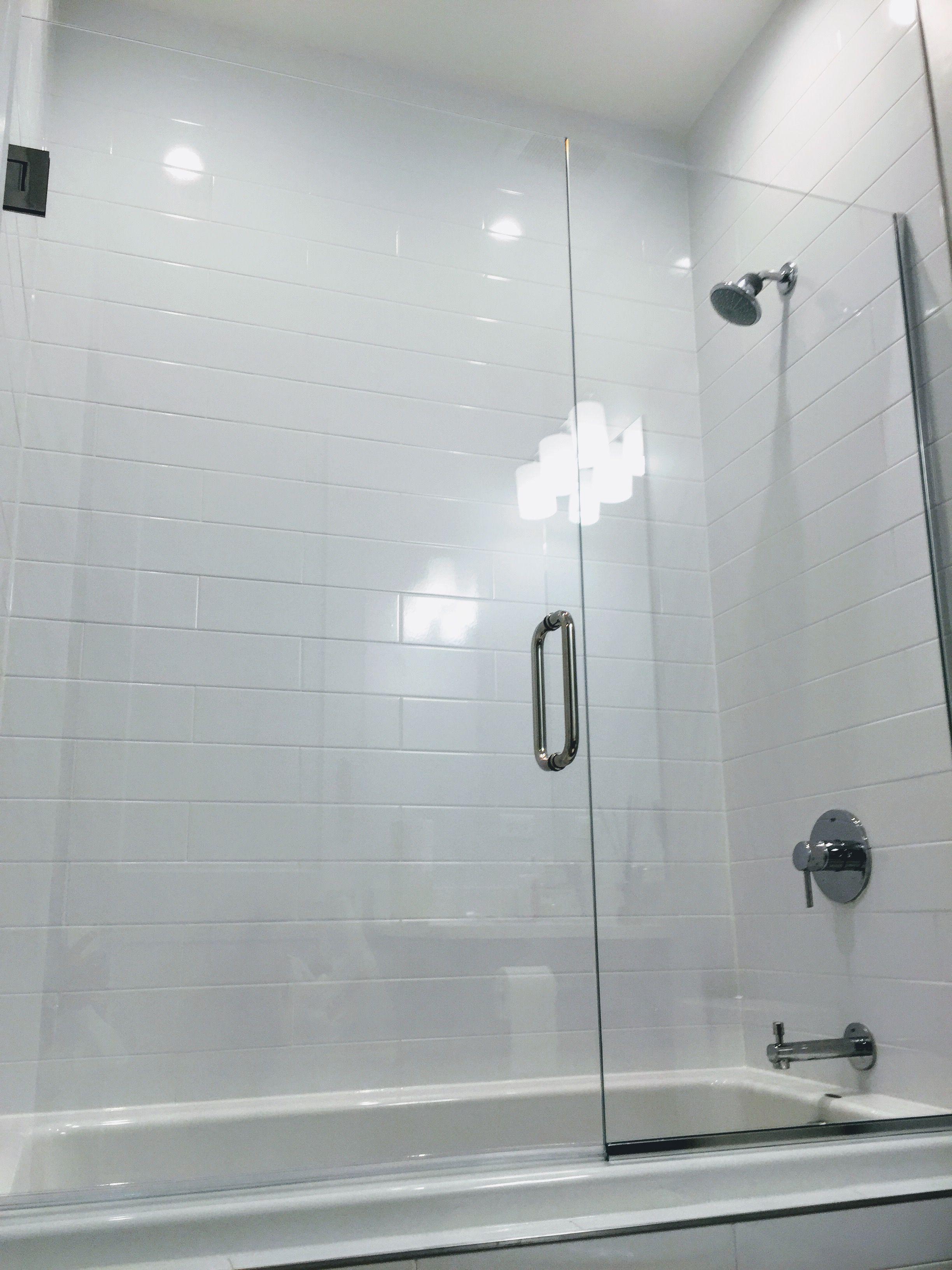 Bathtub shower design frameless starphire glass shower doors