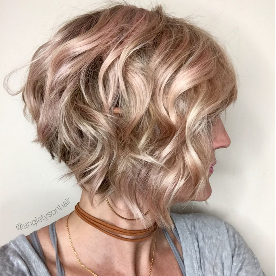 Wavy inverted bob with a hint of pink  헤어스타일  Pinterest