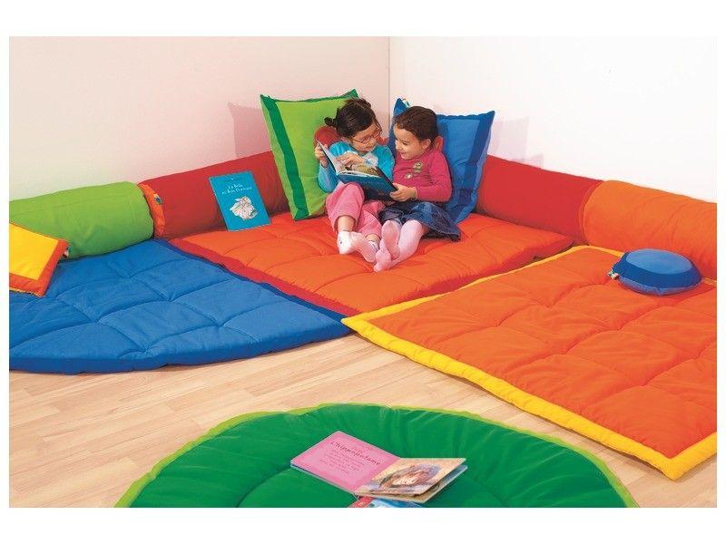 Motricite Libre Laisser L Enfant Vadrouiller A Partir De 8 9 Mois Matelas De Sol Enfant Salle De Jeux Pour Enfants Ikea Et Design De Garderie