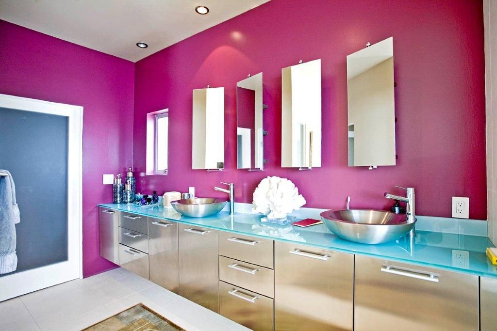 Hard to find a kick ass bathroom with this much counter space. Oooh and the colors! Win.