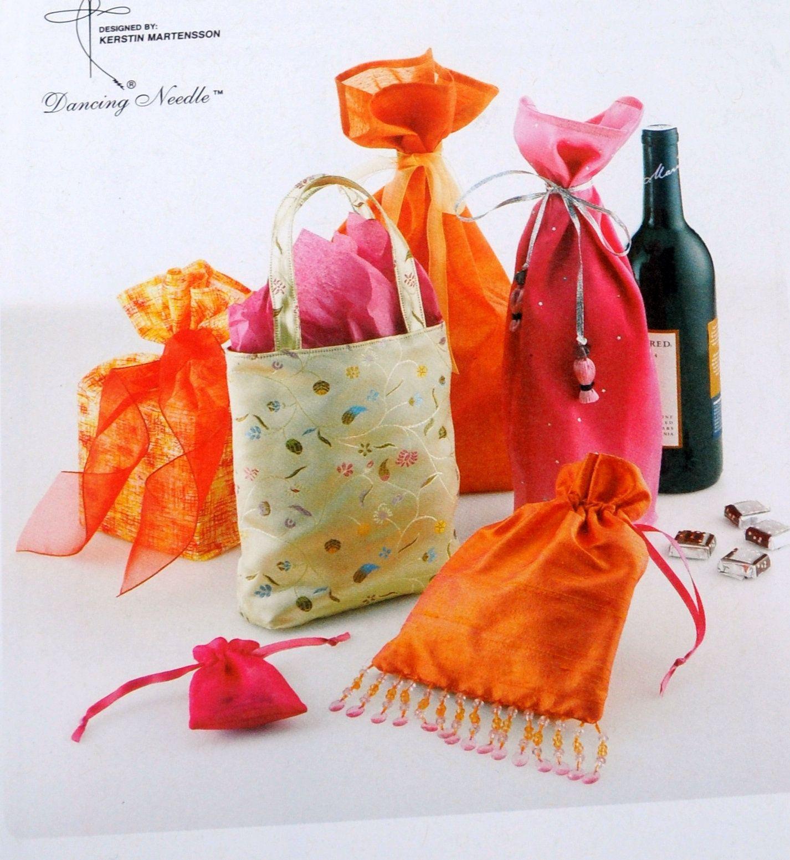 Kwik Sew 3031 K3031 Easy Sew Diy Gift Bags Tote Jewelry Bag Drawstring Bag Wine Bag Etc Christm Gift Bags Diy Bag Patterns To Sew Fabric Gift Bags
